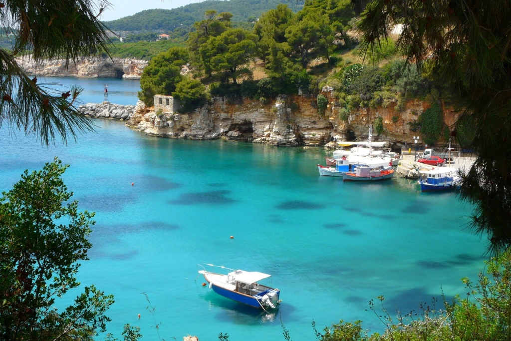 Buy a house in Alonissos