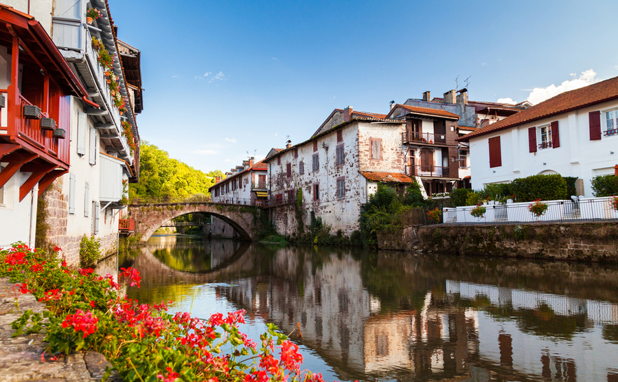 Saint-Jean-Pied-de-Port has a lively community spirit, with over ten different associations to join. No wonder it's one of the best villages to buy a house in Aquitaine!