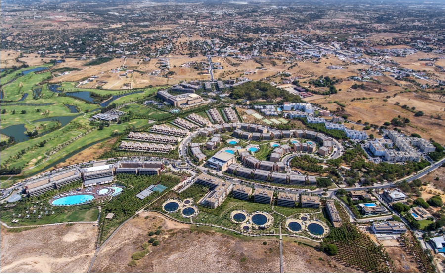 There are some excellent Portuguese golf property options in Albufeira.