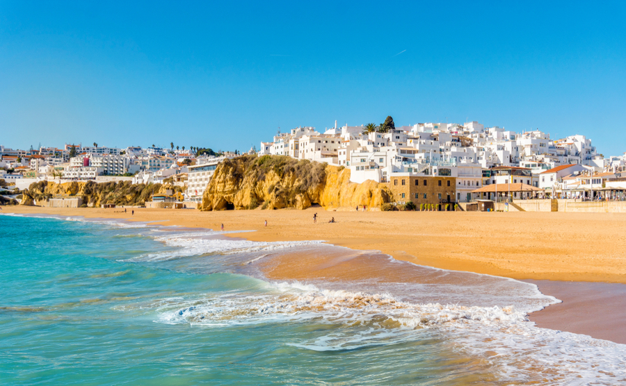 If you're thinking of buying a house in Portugal in 2019, you'll be pleased to know you could qualify for a golden visa and the NHR scheme, depending on your personal circumstances.