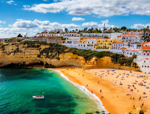 What is life like for expats in the Algarve?