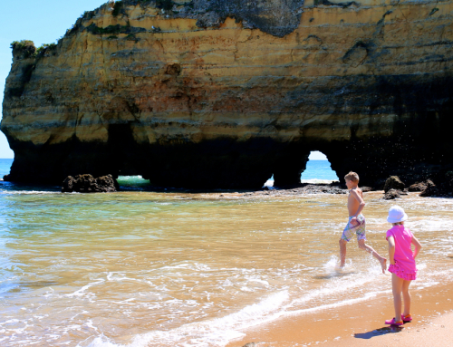 Why is the Algarve great for families?